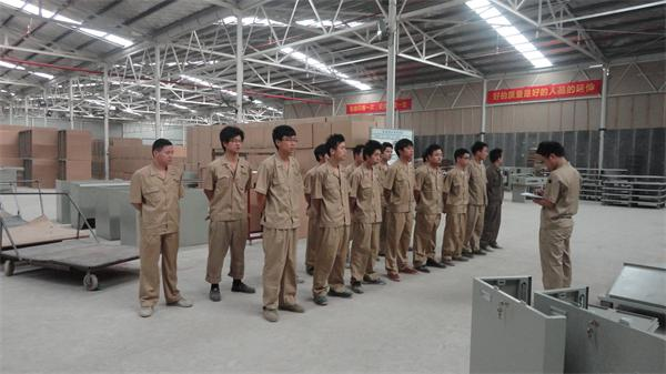 车间工程师|研发团队|湖南晶炬钣金图片